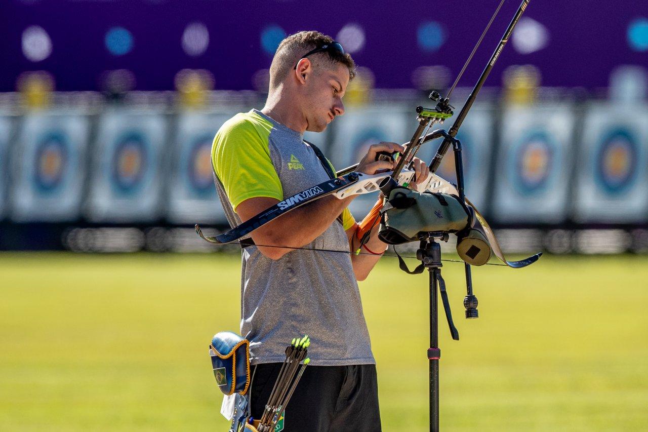 Marcus D'Almeida treinando no Yumenoshima Archery Field.