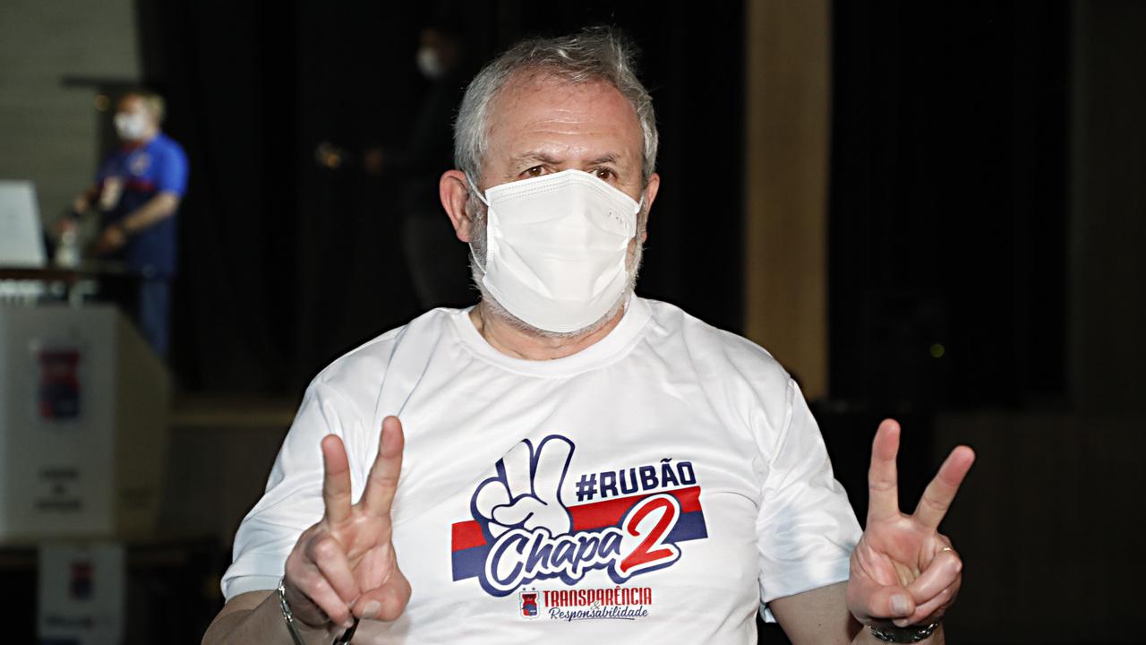 Rubão comemora vitória na eleição