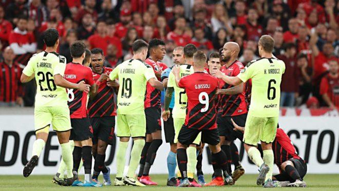 Penãrol terá 16 mil torcedores em jogo contra o Athletico