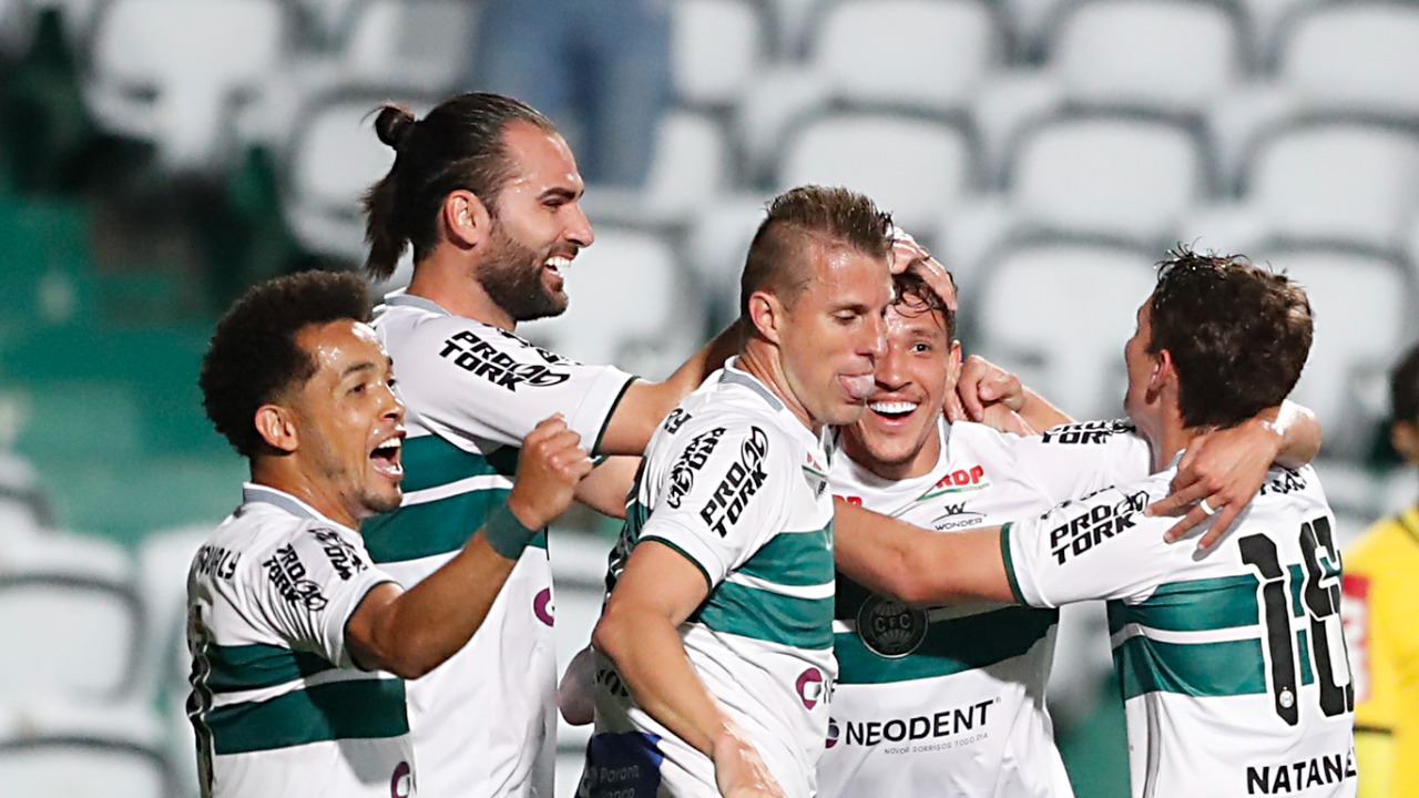 Coritiba venceu o Guarani no Couto Pereira. Foto: Albari Rosa/Foto Digital/UmDois