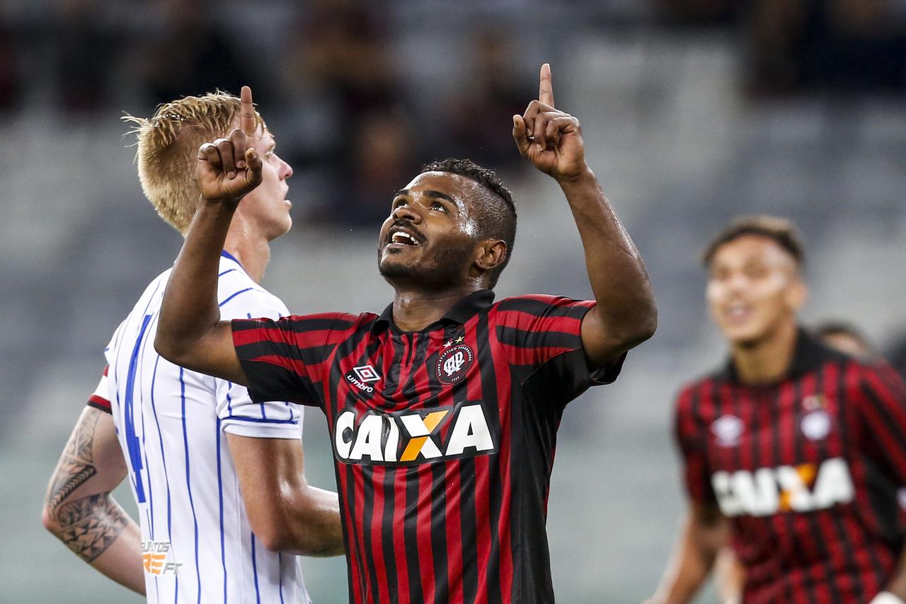 Contra o Nacional, o primeiro gol. Arquivo/Gazeta do Povo