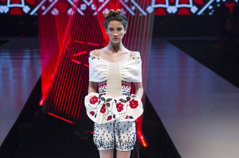 Estudante de moda do Senai Paraná estreia em grande estilo nas passarelas