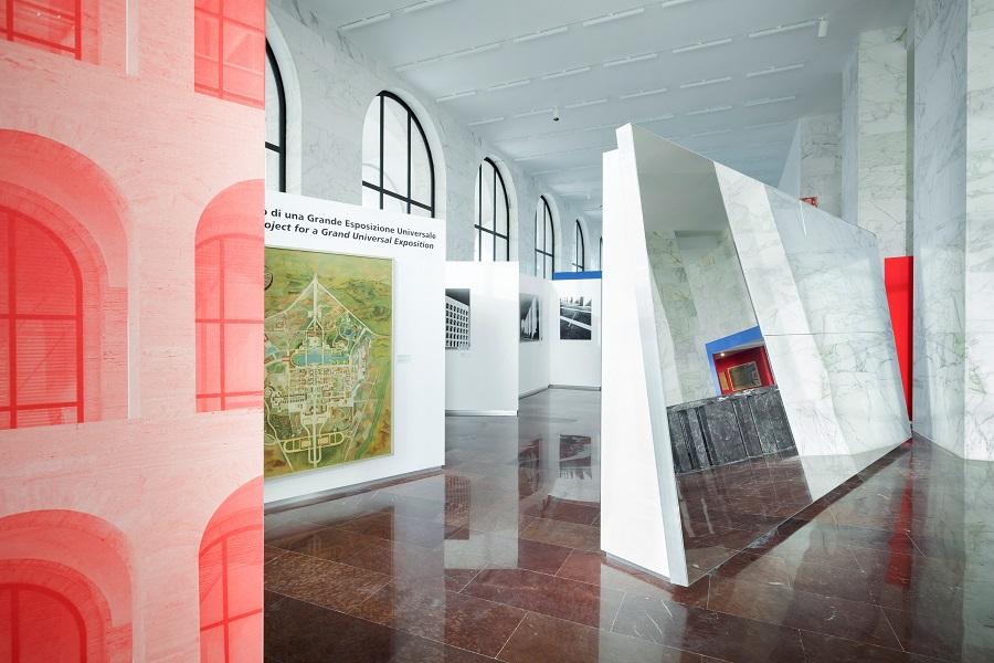 """Fendi abre exposição no """"Coliseu Quadrado"""" de Mussolini em Roma"""