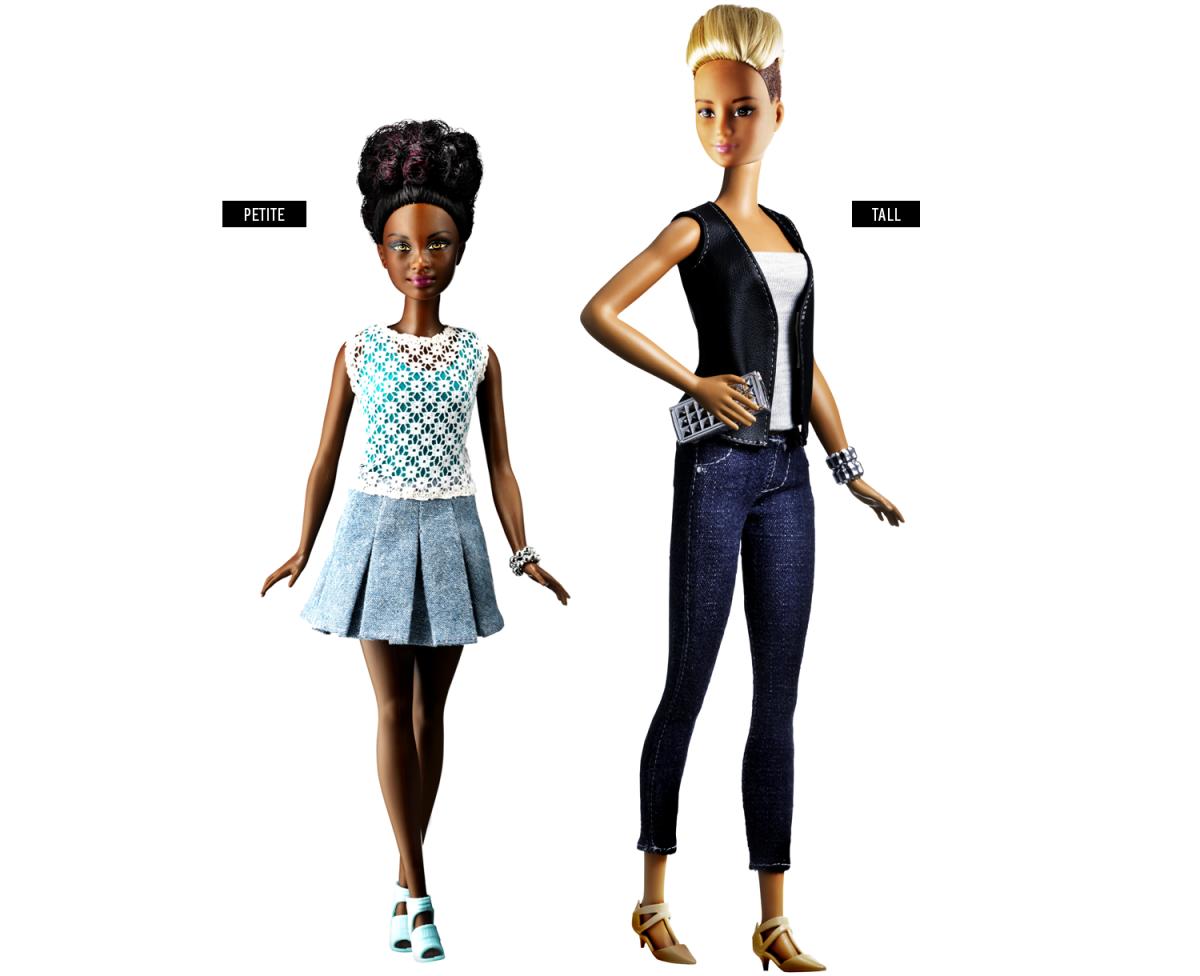 Barbie baixinha e Barbie alta.