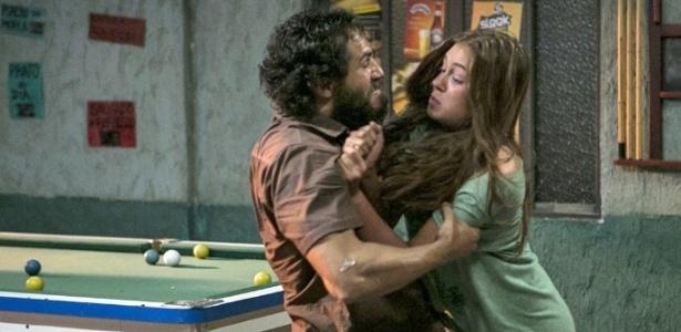 Contra abuso sexual: Carolina (Ju Paes) defende Eliza (Marina Ruy Barbosa) de padrasto agressor