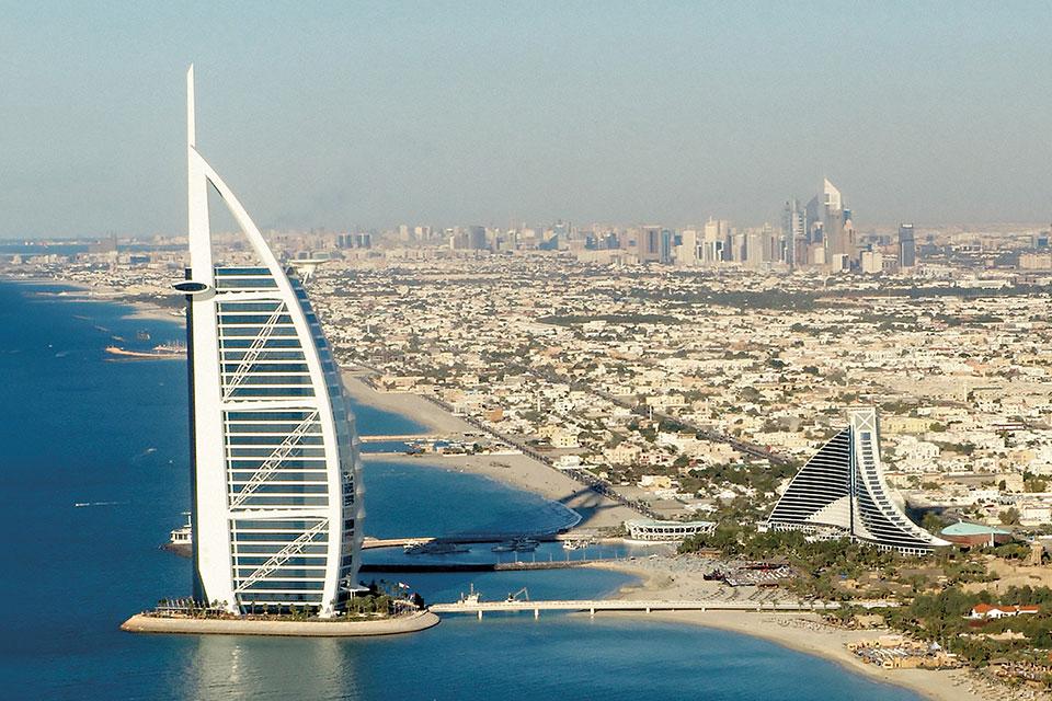 Dubai, com suas construções futuristas.