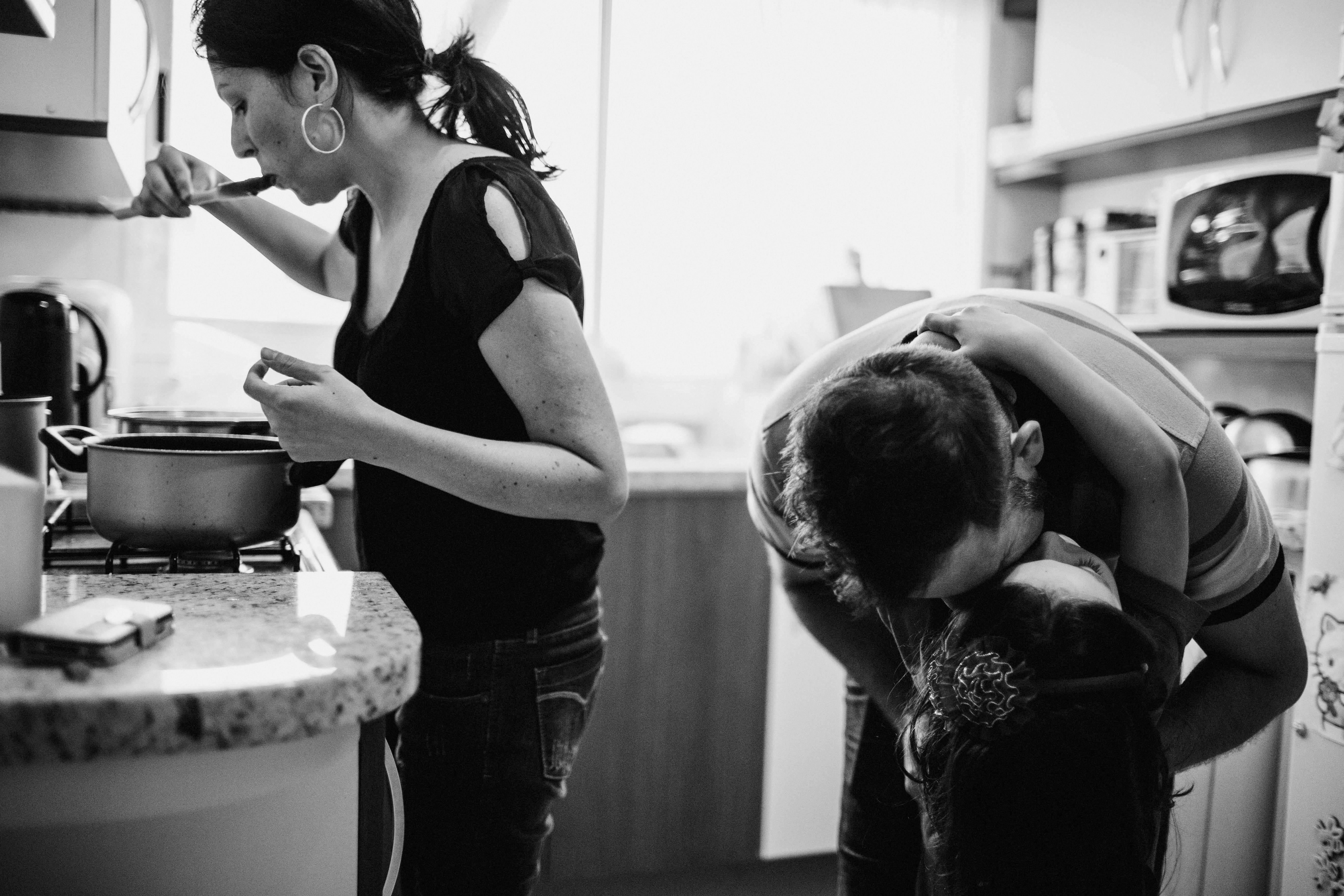 Fotógrafa registra cenas do cotidiano de famílias curitibanas