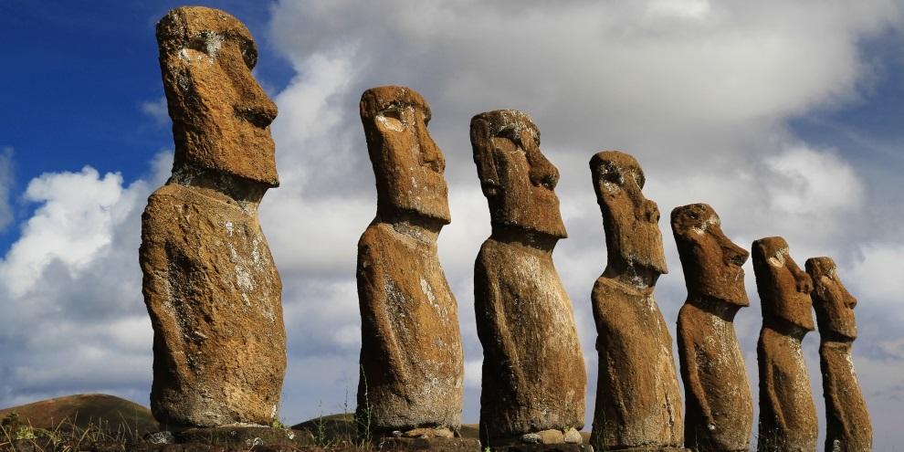As gigantescas estátulas, denominadas moais, são uns dos mistérios da Ilha da Páscoa.