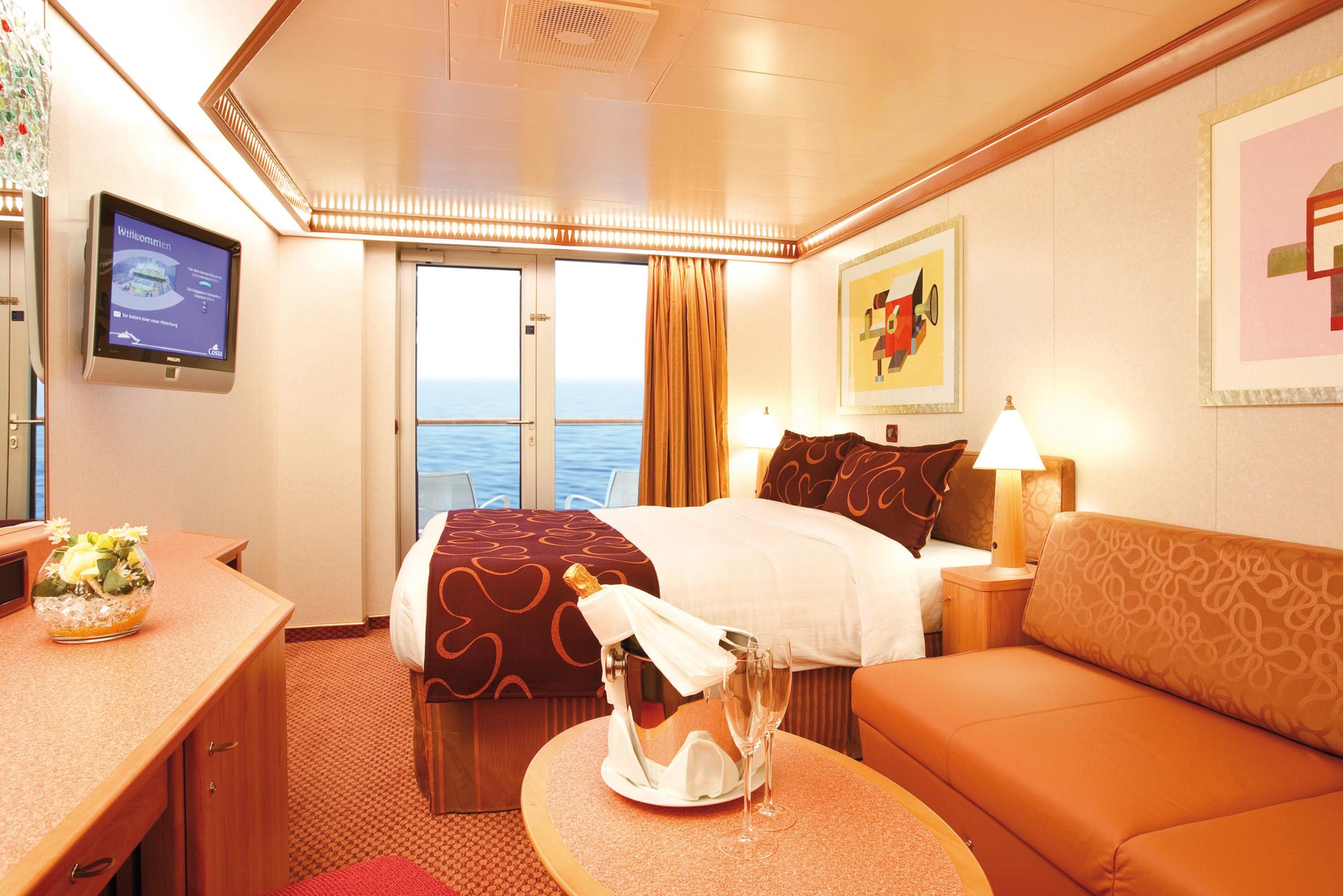 Uma das cabines do Costa Luminosa, que pode receber até .
