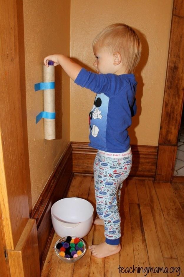 Use diferentes tipos de objetos redondos - desde pompons a bolinhas, desde que grandes (Foto: Reprodução BuzzFeed)