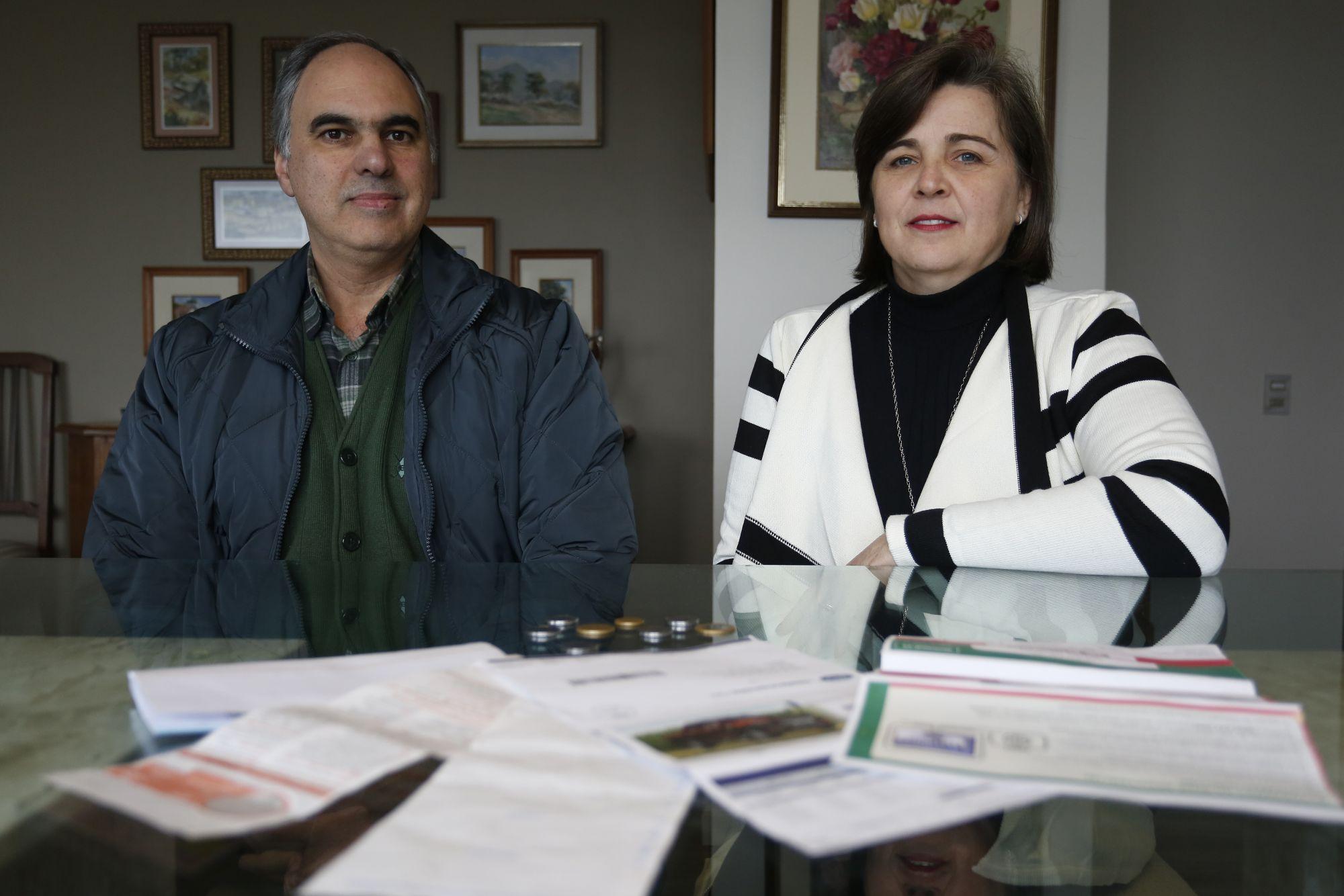 Antonio Marques , 52 anos, e Maristela Denise Marques Souza, 53 anos: conta conjunta e diálogo constante sobre gastos. Foto: Henry Milleo/Gazeta do Povo