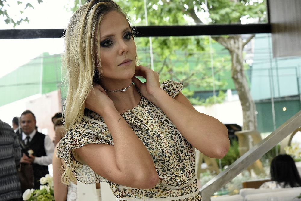 Mariana usa o choker Lilly na inauguração da marca. Foto: Divulgação