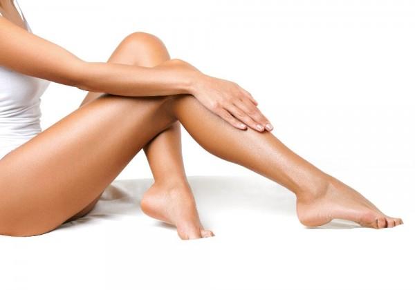 Cinco produtos para disfarçar as pernas brancas