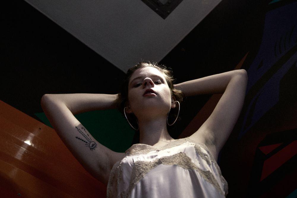 Fernanda Kowalski, 20 anos usa Vestido vintage Garimpo Album (R$ 79).