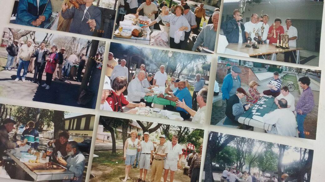 Fotos dos antigos encontros relembram histórias dos aposentados na Associação de Bocha do Alto da XV (Foto: Larissa Abrão / Gazeta do Povo)