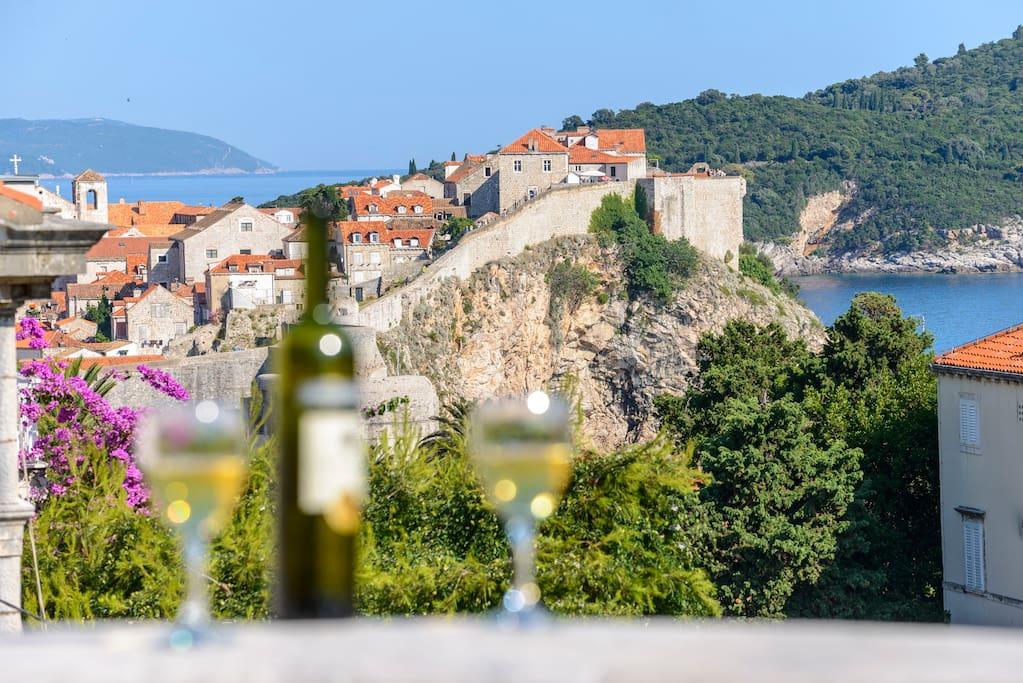 Vista da varanda de vila em Dubrovnik, na Croácia. Foto: Divulgação/Airbnb