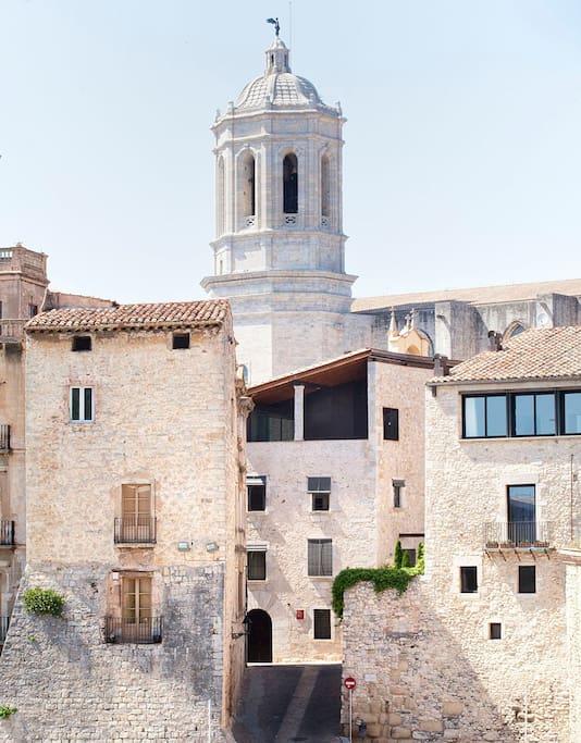 Parte histórica da cidaed de Girona, na Espanha. Foto: Visualhunt