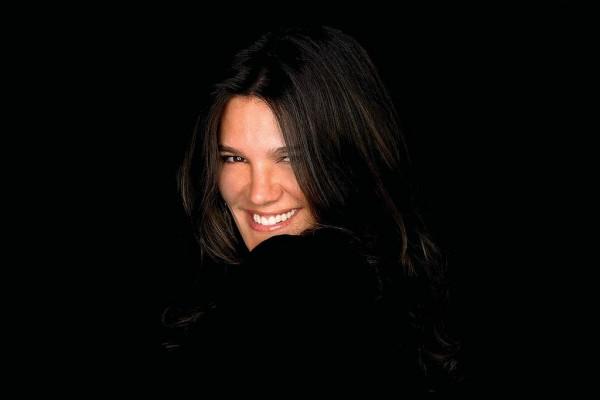 Monica Monteiro: corpo natural e bom comportamento da internet são essenciais para uma modelo hoje em dia.