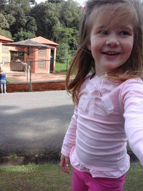 Alice, hoje com 5 anos, veio de uma gravidez natural após sua mãe tratar a endometriose e a trombofilia por mais de 3 anos.