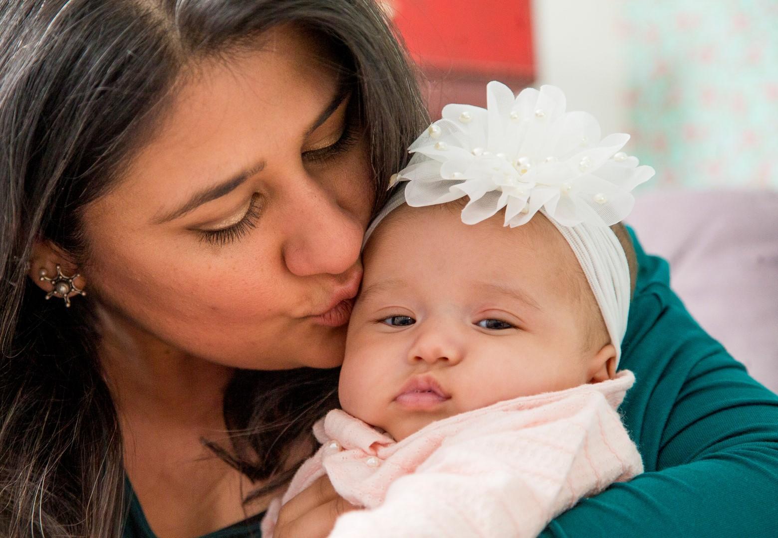 Renata Souza com sua filha Luiza, hoje com 3 meses. Foram 3 anos entre a descoberta da doença, tratamento e a gravidez.