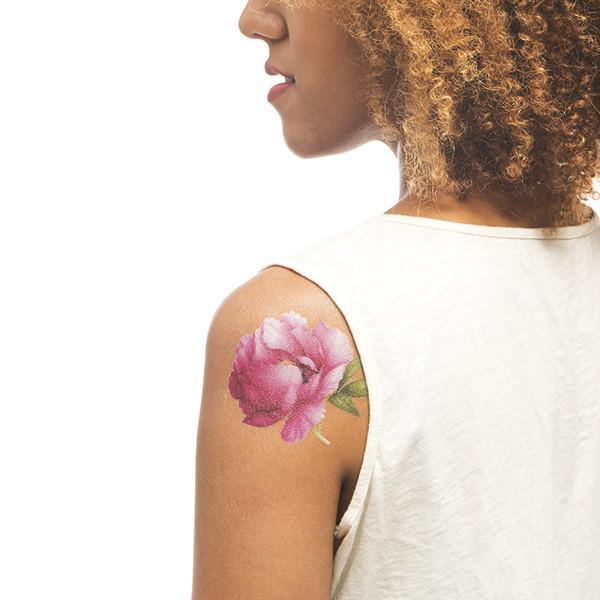 Tatuagens temporárias liberam fragrâncias na pele, como perfume de flores