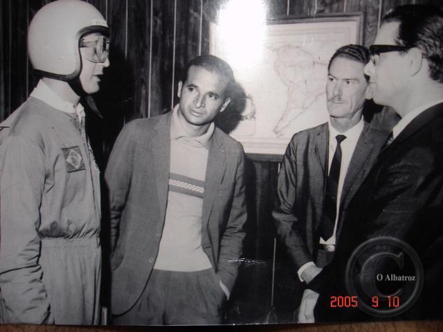 Schirmer, de capacete, conversa com o então governador do Paraná, Paulo Pimentel. Foto: Albatroz/Arquivo