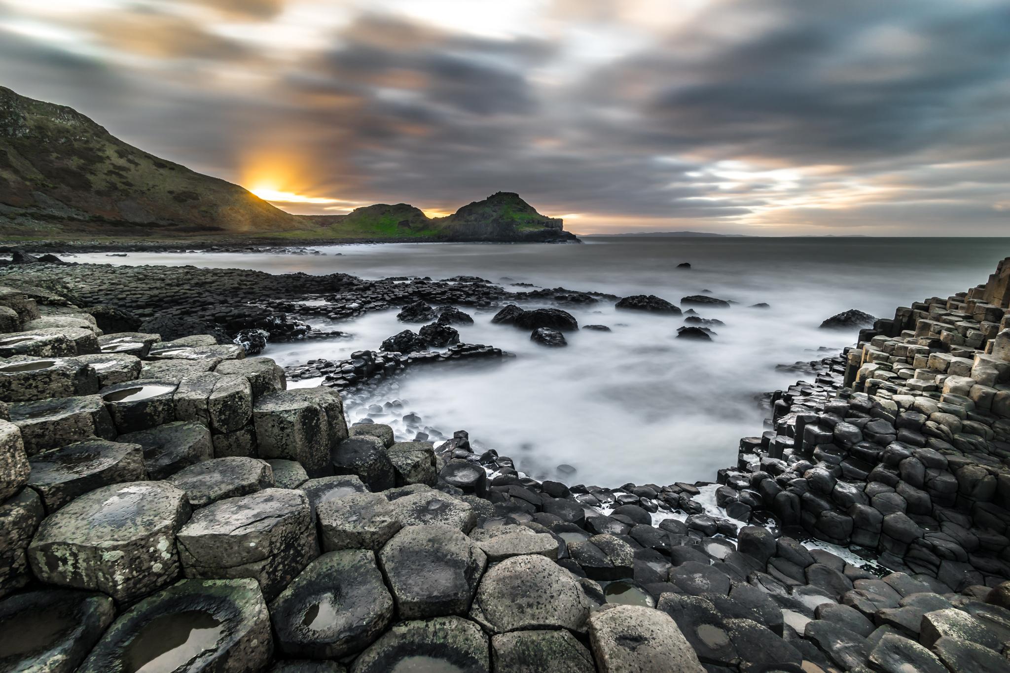 A Calçada dos Gigantes, na Irlanda do Norte. Foto: Giuseppe Milo (www.pixael.com)/Visual hunt