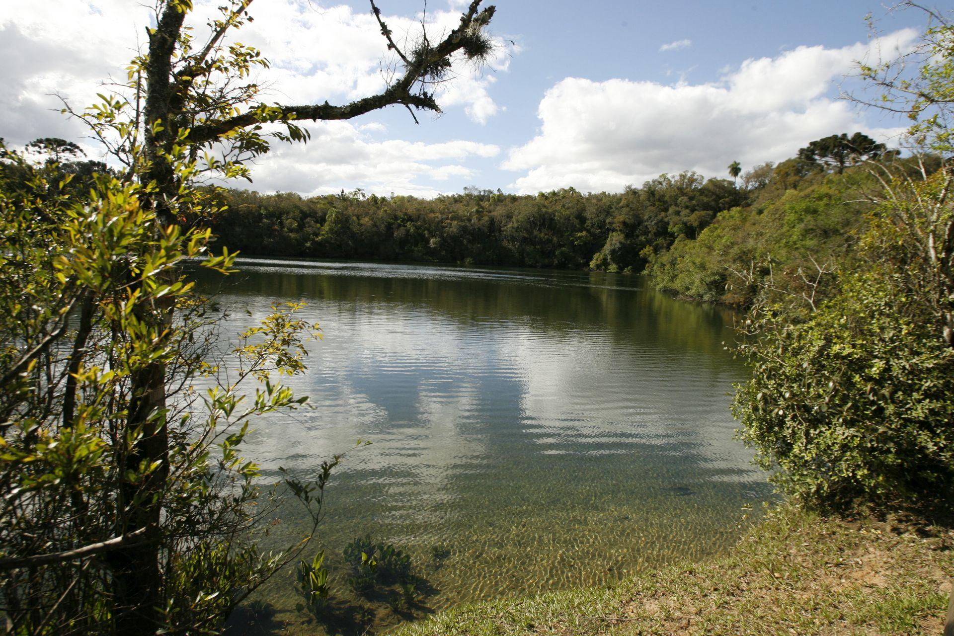 A Lagoa Dourada: nome veio por causa da cor com reflexo do sol. Foto: Josué Teixeira/Gazeta do Povo.