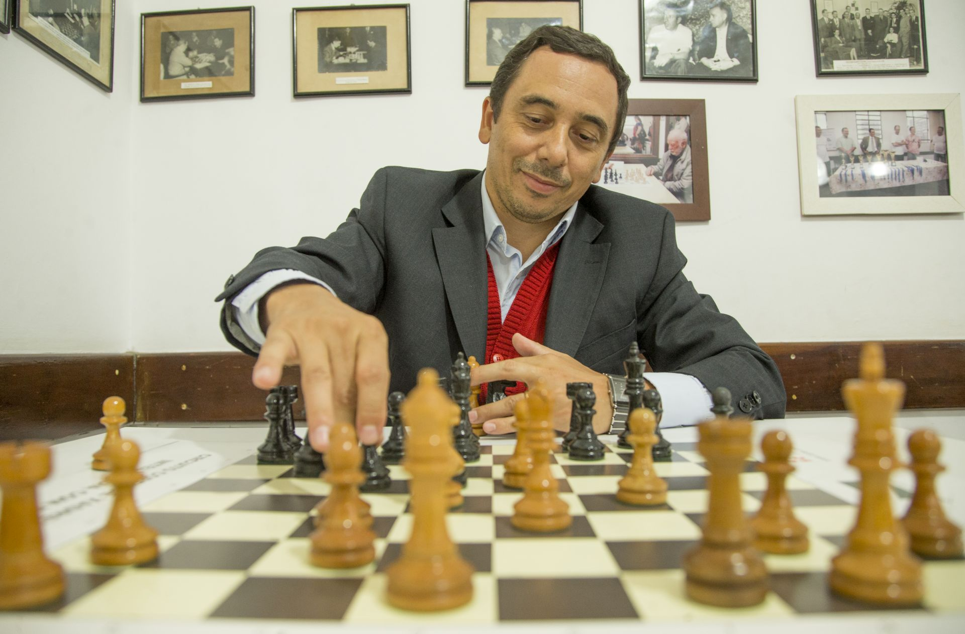O presidente do Clube de Xadrez de Curitiba. Foto: Hugo Harada/Gazeta do Povo.