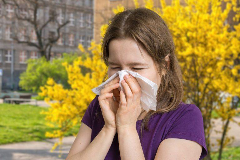 A variação de temperaturas pode agravar os sintomas de quem sofre de doenças como rinite, asma e bronquite, entre outras. Foto: Bigstock