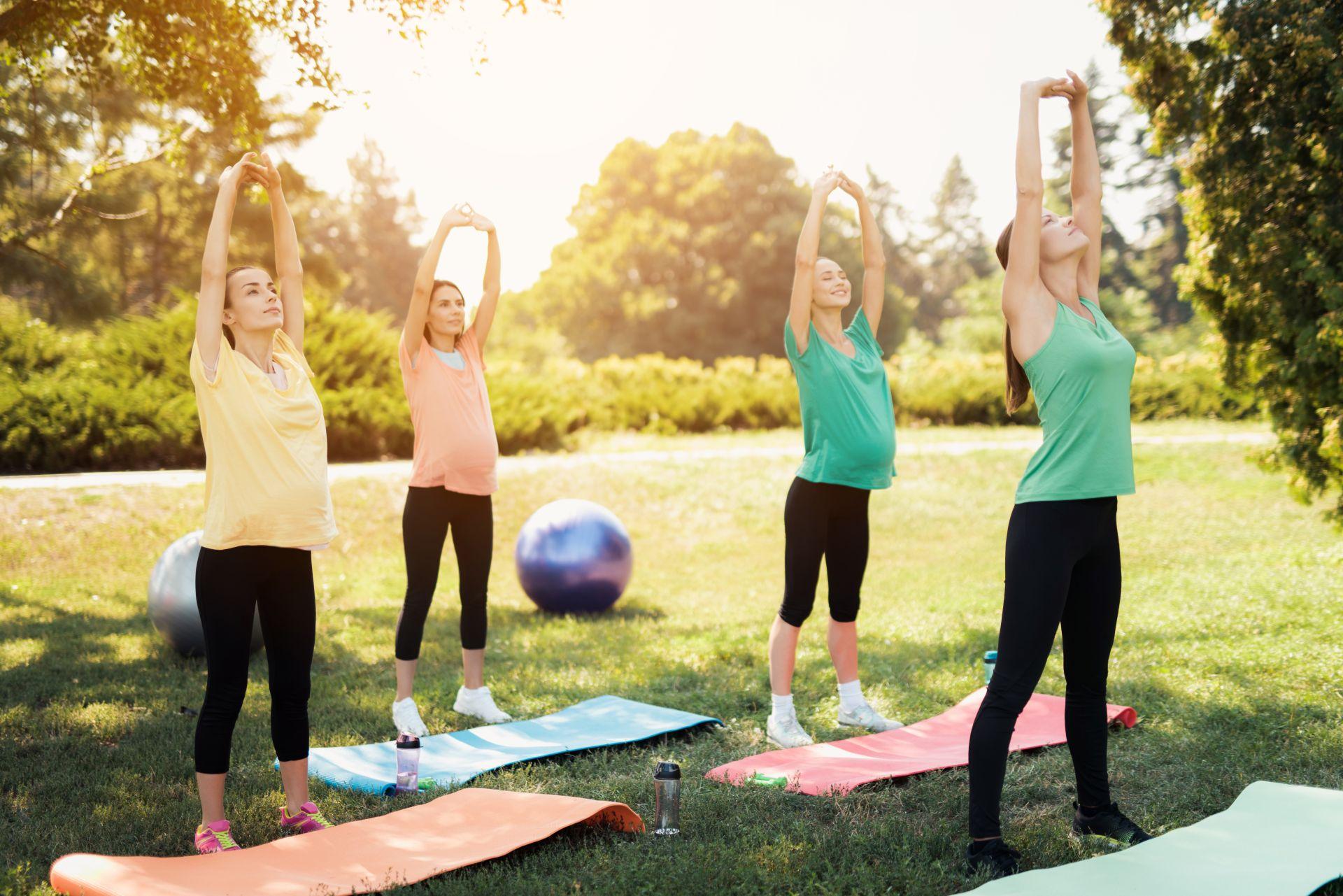 Yoga é uma prática de menos impacto, ideal para os últimos meses de gestação. Foto: Bigstock.