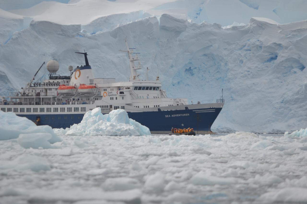 É em navios que a maior parte dos turistas chega à Antártida. Foto: Divulgação