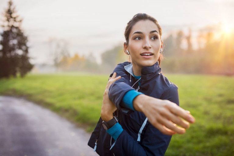 A prática física ajuda a contrabalançaros efeitos adversos do câncer. Foto: Bigstock