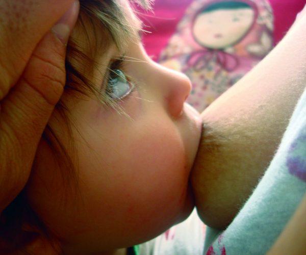 Amamentação foi um dos momentos mais difíceis da maternidade para a Bela (Foto: Divulgação)