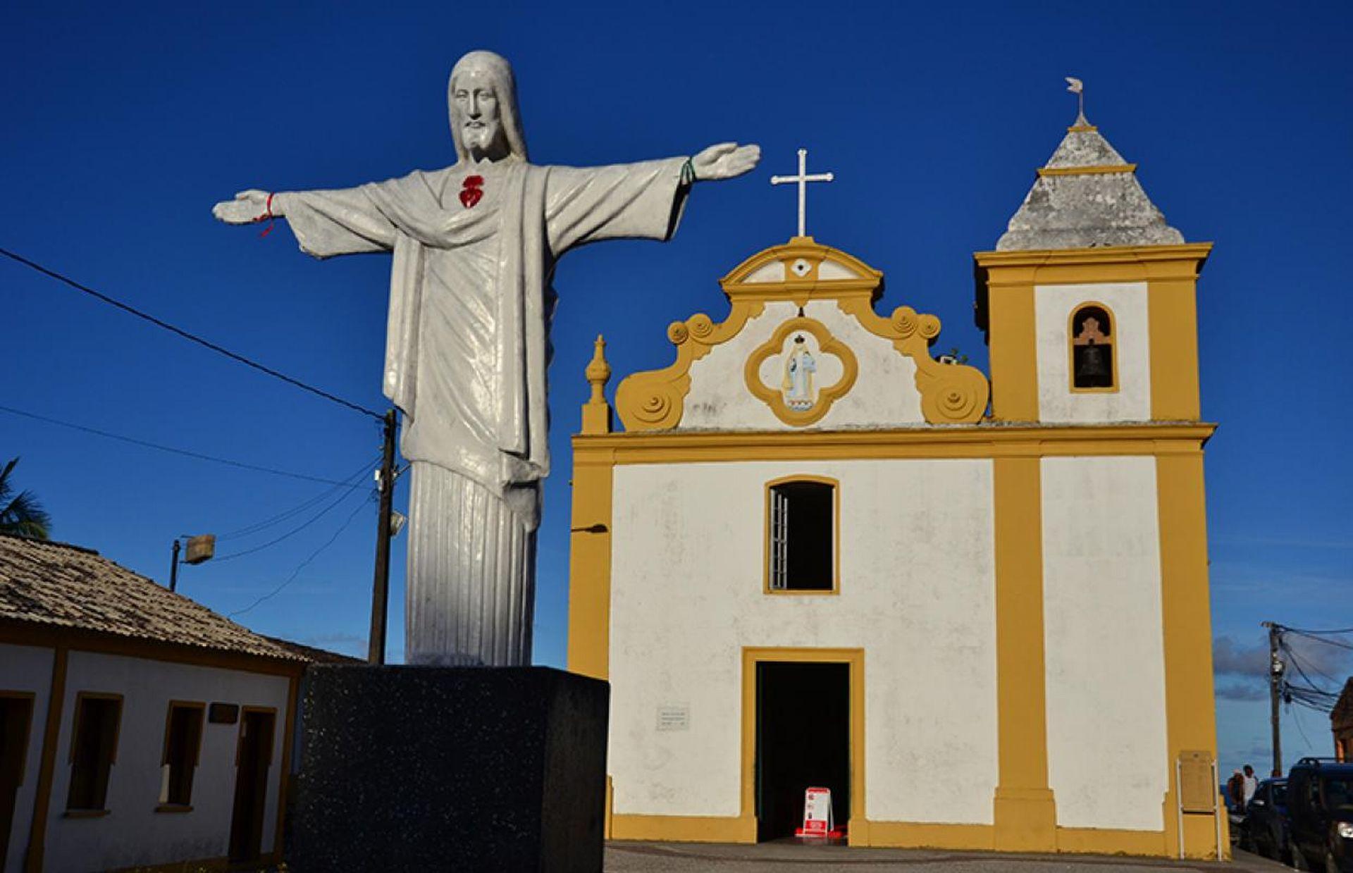 É no distrito de Arraial d'Ajuda que está o primeiro santuário do Brasil: a Igreja de Nossa Senhora d'Ajuda. Foto: divulgação.