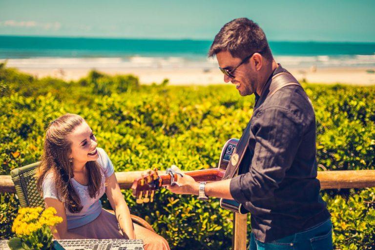Pedido de casamento feito na Ilha do Mel teve a assessoria de Daniele . Foto: Reprodução/Renato  Becker