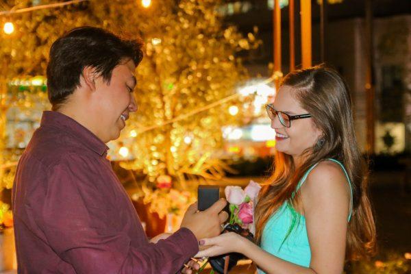 Empresas assessoram noivos que querem fazer pedidos de casamento românticos ou originais. Foto: Reprodução/Inesquecível Surpresa