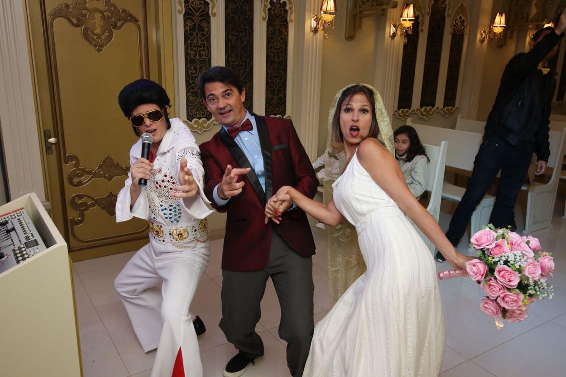 O casal de cariocas teve o rei Elvis Presley como celebrante. Foto: acervo pessoal.