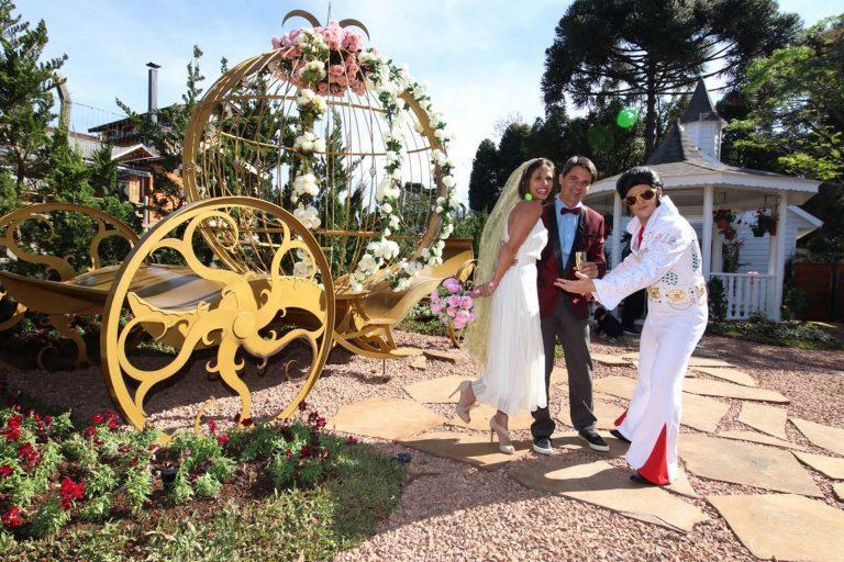 O espaço tem até uma carruagem da Cinderela para os noivos realizarem os sonhos encantados, como a Marcela e o Fábio. Foto: acervo pessoal.