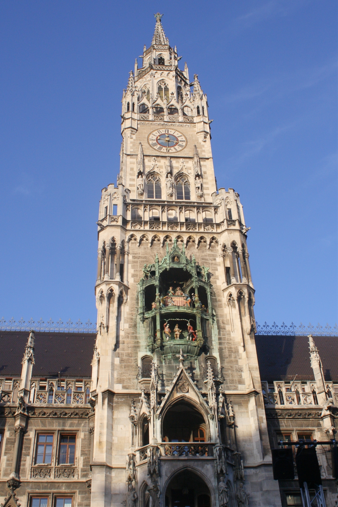 O relógio do prédio da Prefeitura é uma das atrações de Munique, na Alemanha. Foto: Carolina Werneck/Gazeta do Povo