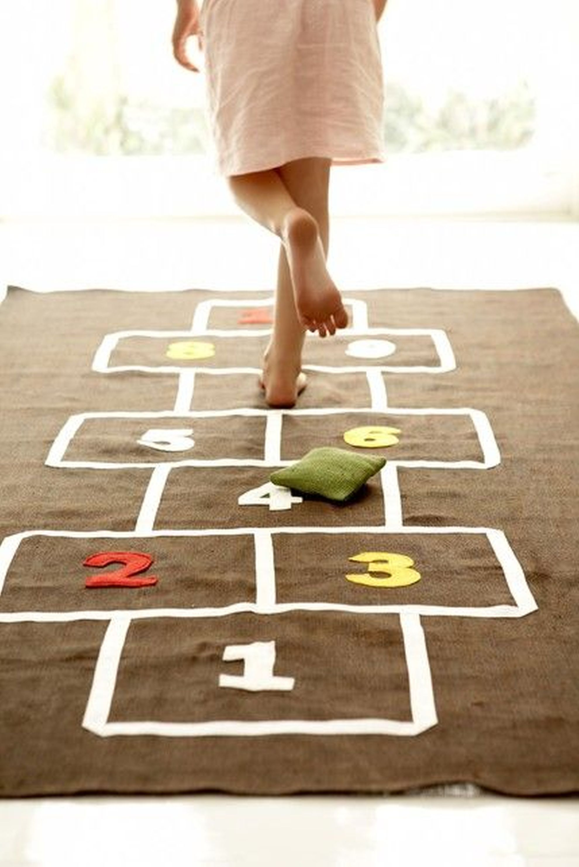 Que tal ensinar suas brincadeiras preferidas de infância  para seus filhos? Foto: Pinterest/ Divulgação