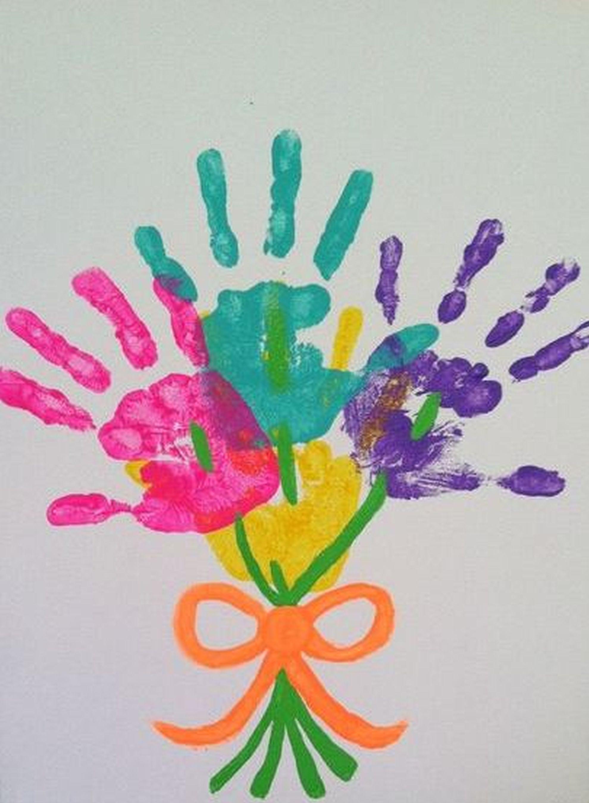 Use as mãos e pés do seu filho como ponto de partida para criar desenhos. Foto: Pinterest/ Divulgação