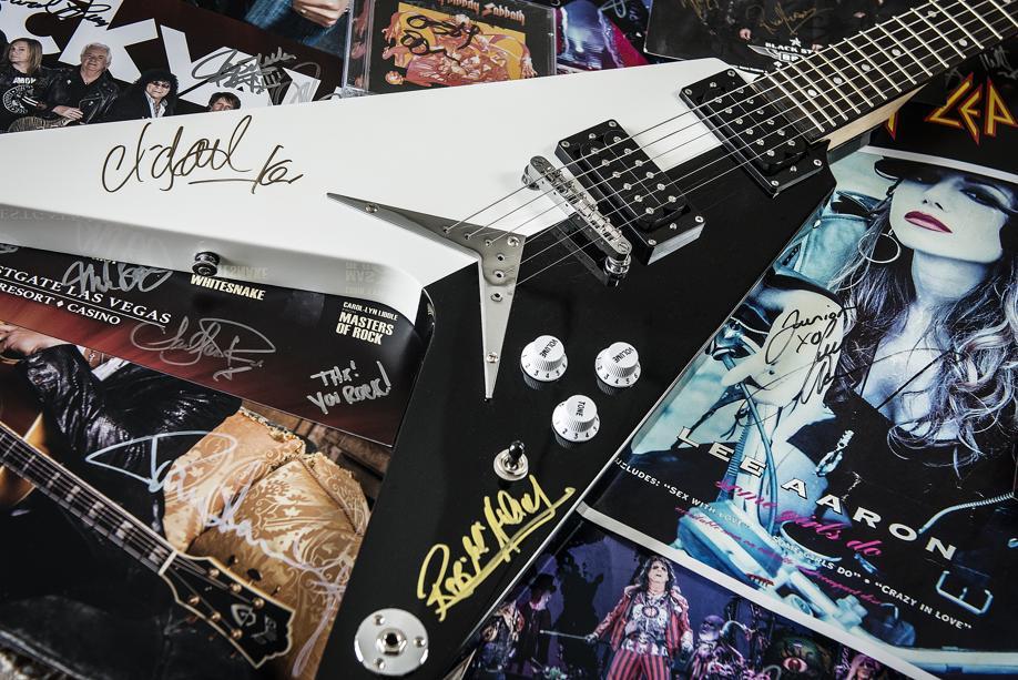 Uma das cinco guitarras da coleção especial do empresário. Foto: Leticia Akemi/ Gazeta do Povo