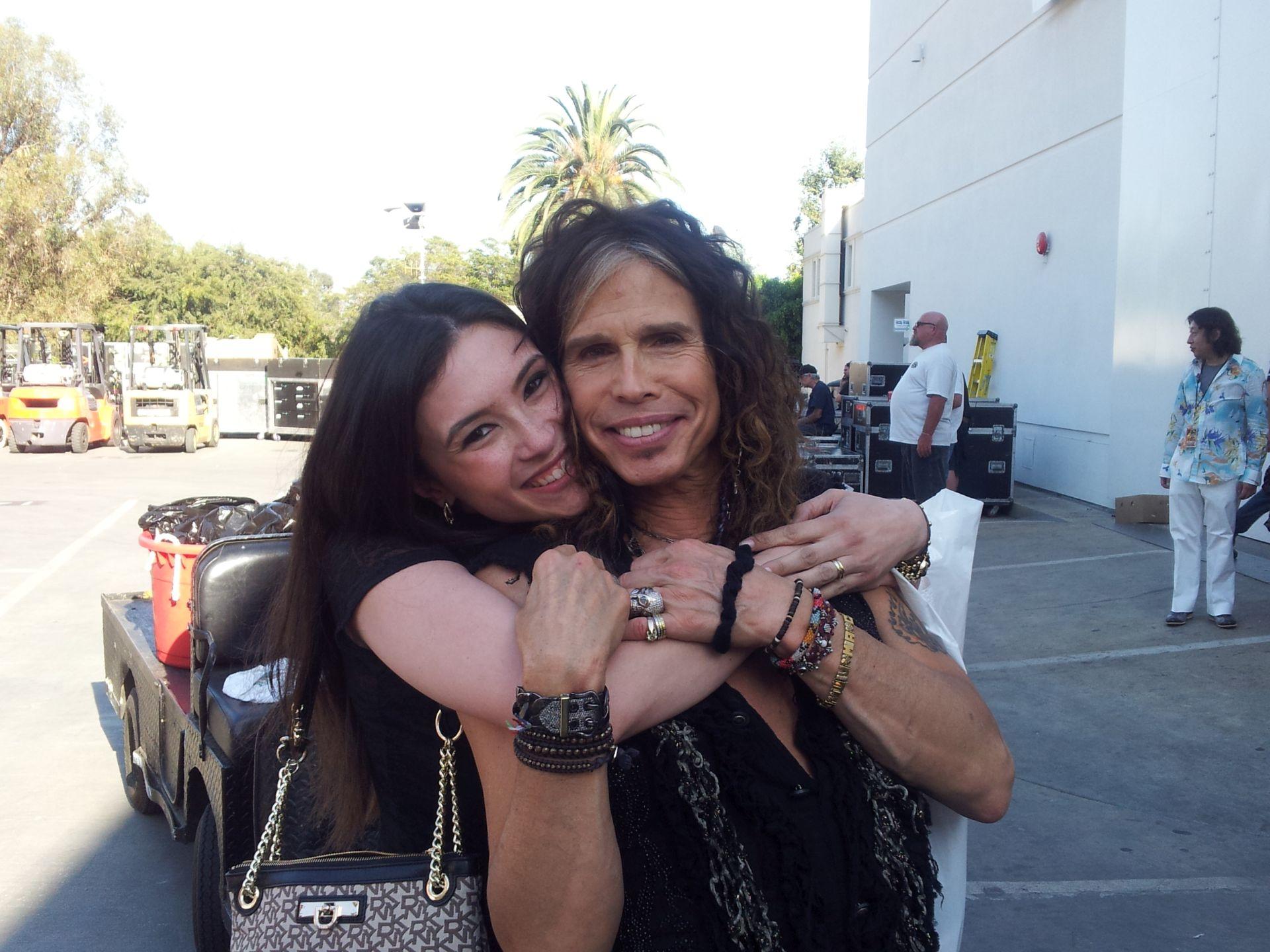Ana com o ídolo e amigo Steven Tyler, da banda Aerosmith. Foto: Arquivo pessoal.