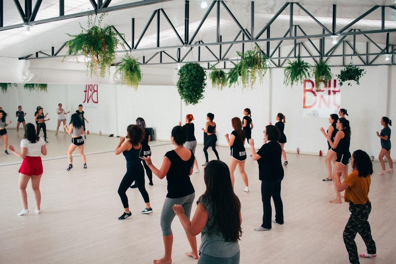 Fazem parte das aulas do BDNT dinâmicas de relaxamento e confiança além da coreografia de dança ao final da aula. Foto: João Prendin/Divulgação