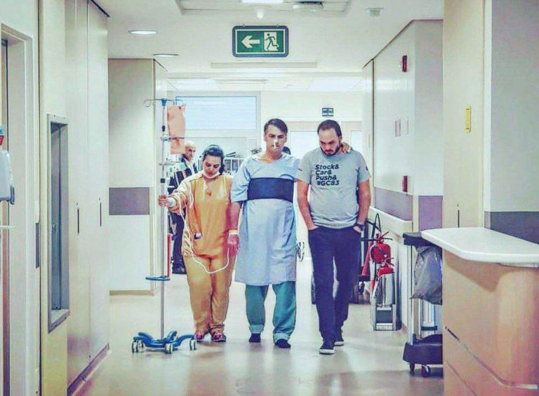 Bolsonaro divulgou em suas redes sociais foto de caminhada pelo hospital. Foto: Divulgação.