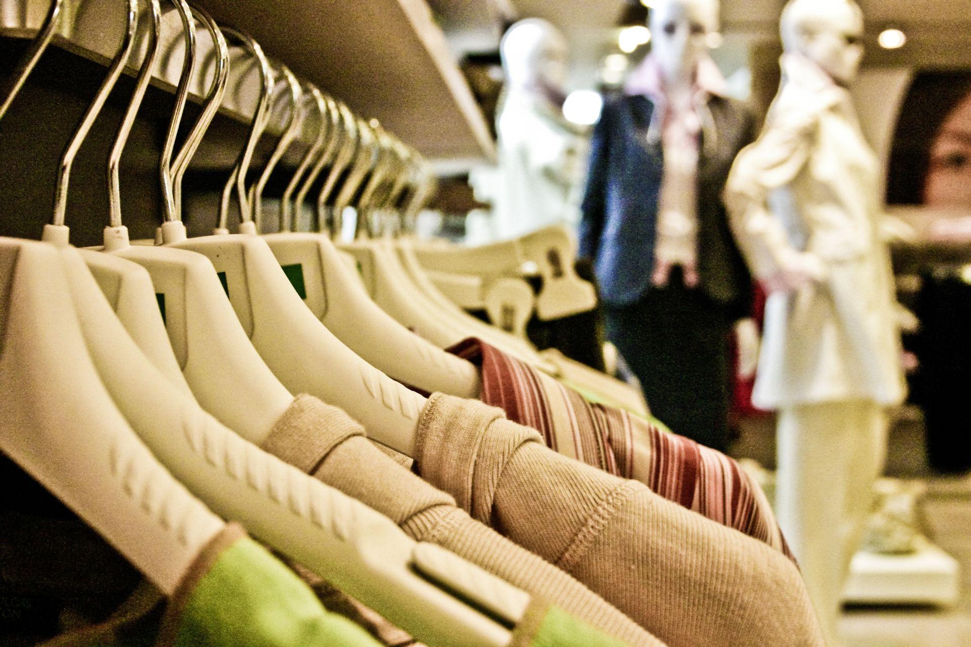 O brechó terá roupas seminovas e acessórios a preços mais em conta. Foto: VisualHunt.