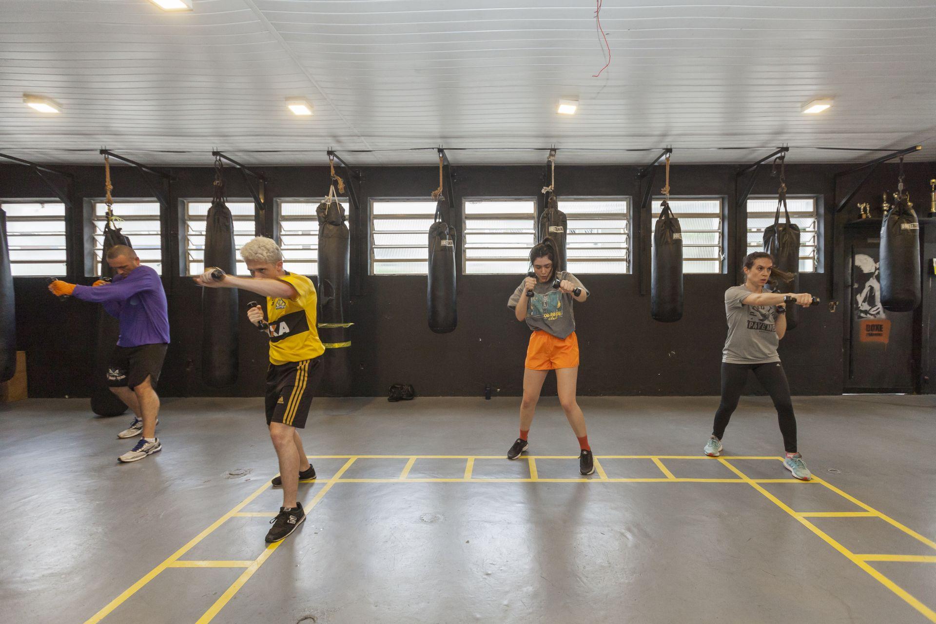 Em 2005, a Boxe Training abriu uma turma exclusivamente para as mulheres. Em alguns anos, não foi mais necessário um horário separado e até hoje as turmas são mistas. Foto: Fernando Zequinão/Gazeta do Povo