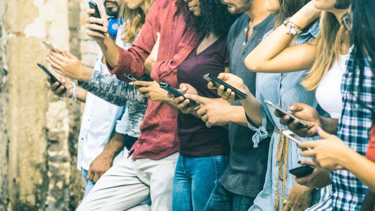 Número do Ministério da Saúde no WhatsApp pode receber informações sobre saúde, compartilhadas nas redes sociais, e dará o retorno: é ou não fake news (Foto: Bigstock)