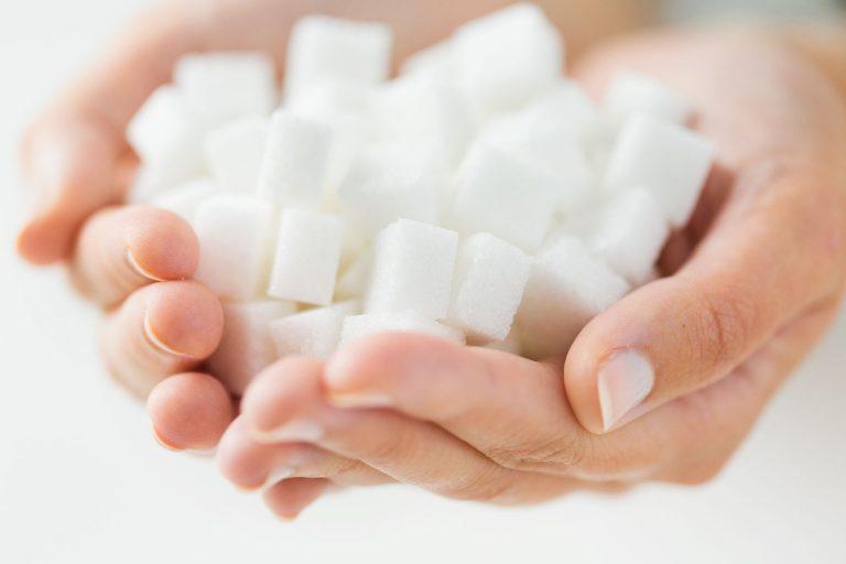 Refrigerantes, bolos, misturas para bolos e biscoitos serão impactados pela redução proposta pelo Ministério da Saúde. Foto: Bigstock